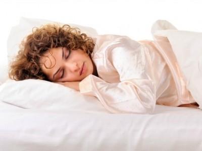 Чому корисно спати в піжамі?