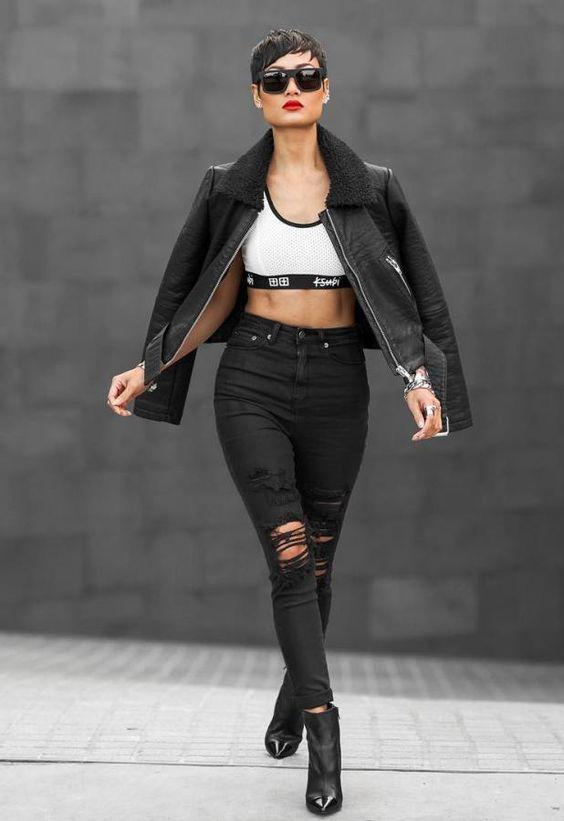 Сочетание спортивного бюстгальтера с джинсами фото