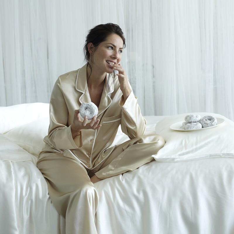Шелковая пижама фото