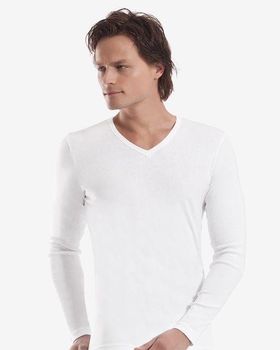 Белая мужская футболка с длинным рукавом фото