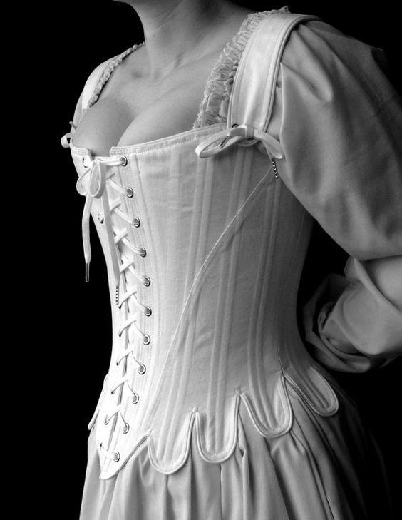 Корсет 18 века - прародитель бюстгальтера фото