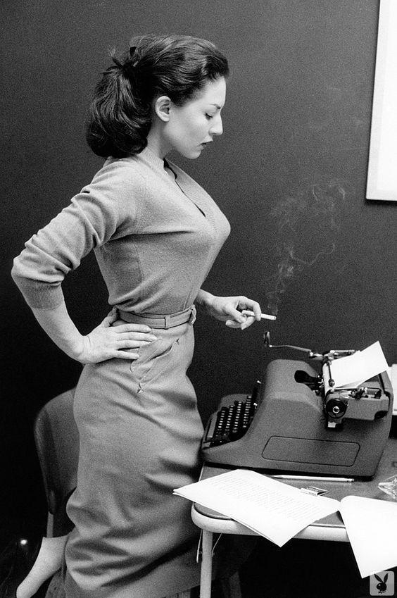 Популярный в 50-е годы бюстгальтер пуля фото