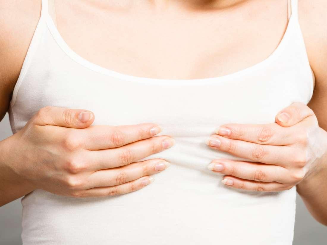 В период менопаузы женщина может испытывать боль в груди фото