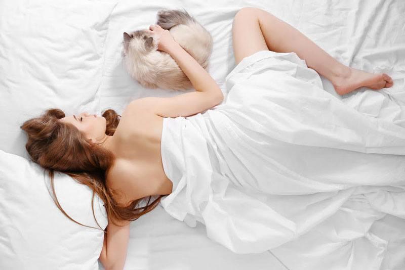 Можно ли спать без пижамы фото
